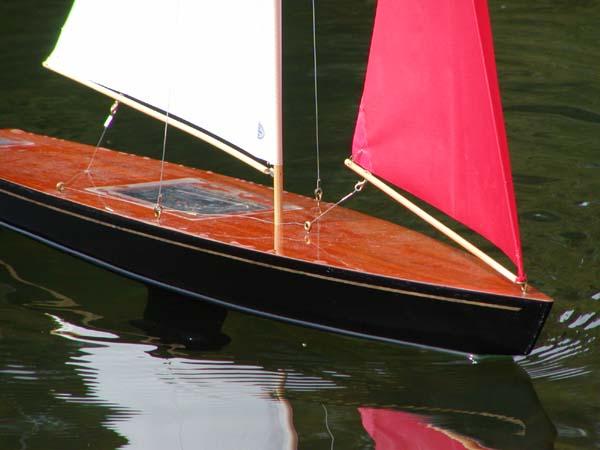 RC Sailboat T37